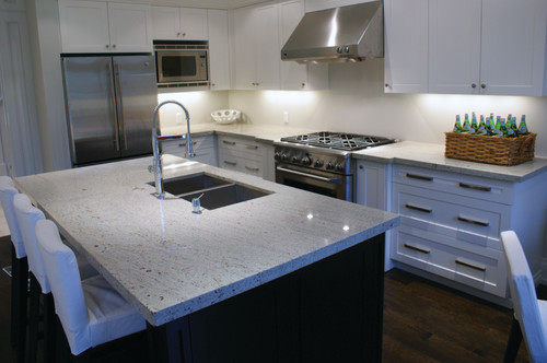 Small Kitchen Backsplash With White Cabinets